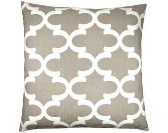 Sand beige white pillowcase FYNN graphically 50 x 50 cm grid