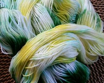 """100 g """"Dandelions"""" colorway Superwash Merino Sock Yarn"""