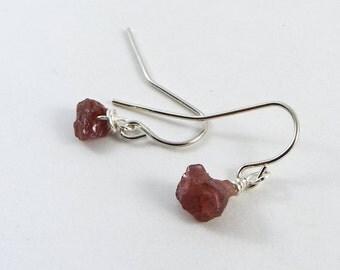 Raw Garnet Simple Earrings