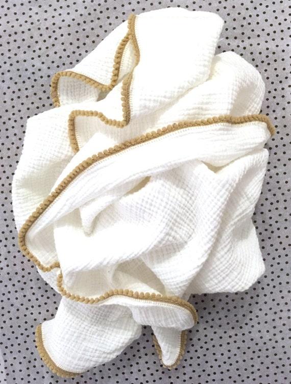 Pom pom Baby Blanket / Baby Blanket // Swaddle Blanket / Blanket / Newborn Blanket / Newborn Baby Blanket