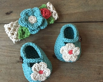 Crocheted Mary Janes and matching headband, flowered headband, baby booties, photo prop, baby gift, baby accessory