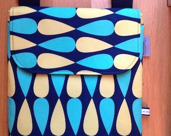 Flat bold print messenger bag