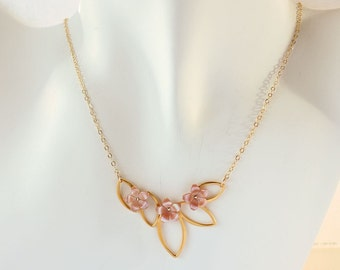 Plumeria Shell Necklace, Gold Plumeria Necklace, Beach Wedding Necklace, Hawaiian Plumeria Necklace, Gift for Her, Plumeria Pendant Necklace