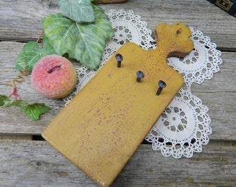 Vintage Primitive Folk Art Mustard Paint Key Holder