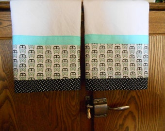 Set of 2 Fabric Trimmed Kitchen/Guest Towels with Classic VW Bus Print