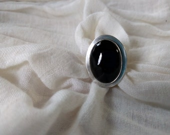 Large Onyx Cabachon Set in Argentium Sterling Silver, US Size 10
