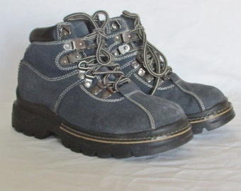 Womens Size 8 Blue Suede Hiking Boots, Winter Ankle Boots, Trail Boots, Apres Ski Boots, Insolated Lining, Lugged Soles, Excellent Condition