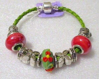 783 - NEW - Green and Orange Beaded Bracelet