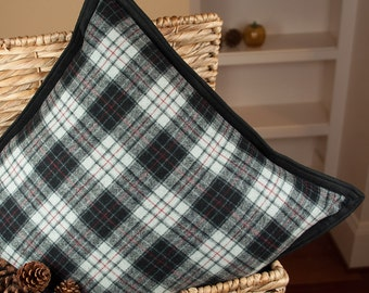 Clackamas Plaid | Woolen Pillow made with Pendleton fabric