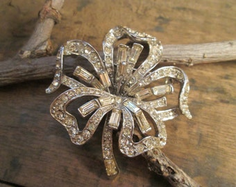 vintage silver tone rodium clear baguette and round rhinestone flower brooch