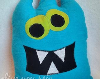 Critter Monster Pillows, Stuffed Monster Toys-blue three horn