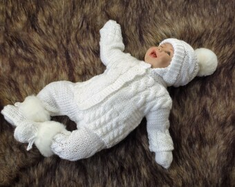 Knitting Patterns for Boys Knitting patterns for boys that range from gorgeous blankets, hats, and sweaters for babies to super-cute pieces to make boys huggable! We've added in some knitted toy companions and some snuggly blankets for a complete range for boys%(K).