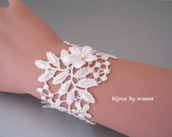 Bracelet ivory lace wedding leaf motifs