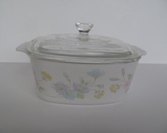 Vintage Casserole  // Baking Dish -- with  Lid - 1  1/2 L