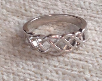Silver Tone Ring ~ Size 5