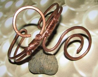 A15 - Beautiful Women's Copper Bracelet with Elegant Swirls - Adjustable
