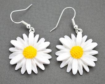 Daisy Earrings / Flower Jewelry