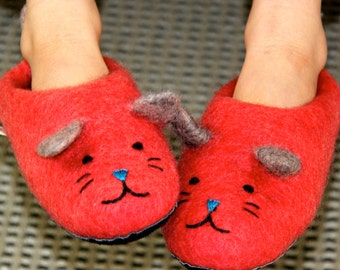Handmade children's kitten slippers made from merino wool