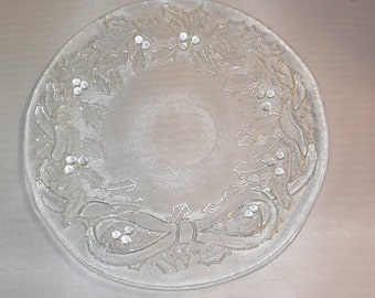 """1970's Vintage Christmas - Glass """"Holly Leaves Christmas Wreath"""" Plate"""