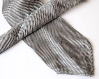 1920's Silver silk neck-tie