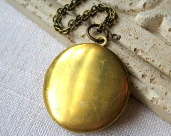 Large Round Brass Locket, Round Locket, Locket Brass, Large Locket, Big Locket, Locket, Lockets, Necklace Locket, Locket Gift, Antique Brass