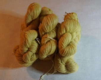 Icelandic pure wool, hand dyed with Matricaria maritima 270815-2