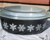 Pyrex Charcoal Snowflake Casserole - 043 1 1/2 Quarts with Lid