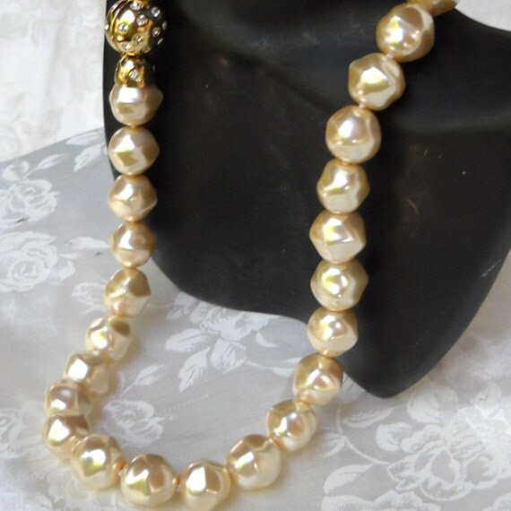 Mallorca Pearl Necklace: Baroque Majorca/Mallorca Pearl Necklace Cube Shape Champagne