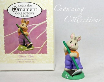 1994 Hallmark Tiling Time Bunny Gardening Tender Touches Keepsake Ornament Collector Club Exclusive Spring Easter Garden Ed Seale Vintage