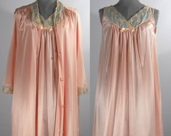 Vintage Peignoir Set Vanity Fair night gown and robe peach size small 2 piece