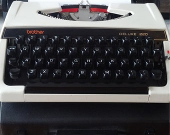 Vintage Brother Deluxe 220 typewriter qwerty working condition