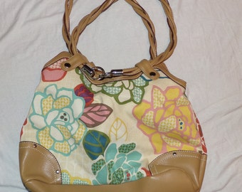 Relic Purse Floral Pattern, lots of compartments Vintage Spring Summer Find!