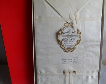 Sweetheart Sale Vintage Old Stock Damask Luncheon Tablecloth and 4 Napkins Set~Beacon Hill~New in Box~Japan