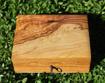 Rare pear burl wooden French box