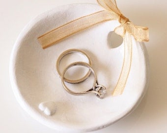 Wedding ring holder - Ring bearer pillow alternative - Clay ring dish - White wedding decor - Anniversary present - Clay wedding ring dish