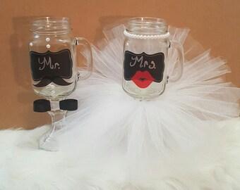 Couples Mason Jar Set,His & Hers Mason Jars,His and her wedding glasses,Mr and Mrs mason Jar Set Bride and Groom wedding glasses centerpiece