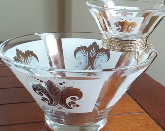 Anchor Hocking Fleur de Lis Chip and Dip Bowl Set