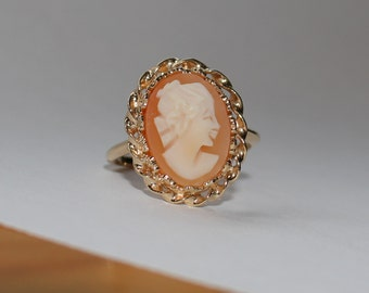 Beautiful *UNCAS* 10kt Yellow Gold Vintage *CAMEO* Ring Size 7