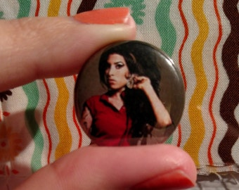 """Amy Winehouse 1"""" button"""