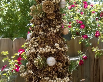 Gold Pine Cone Christmas tree