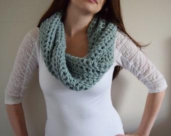 Chunky Crochet Scarf // Crochet Wool Infinity Scarf // Chunky Crochet Cowl // Chunky Cowl Scarf // Blue Infinity Scarf