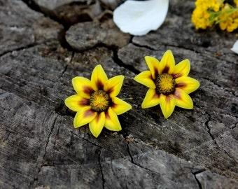 Sunflowers floral jewelry - Summer Polymer clay Stud Earrings - Yellow flowers earrings - 925 silver jewelry