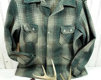 Vintage clothing Man's - Wool Jacket Coat - Plaid coat lumberjack Green Brown Chippewa Woolen Mills - 1950's Man's heavyweigh shirt