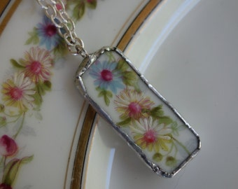 Broken china jewelry - Broken china pendant necklace- Trio of flowers broken plate necklace  - floral pattern pendant necklace
