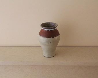 White and terracotta vase with blue sheen on lip