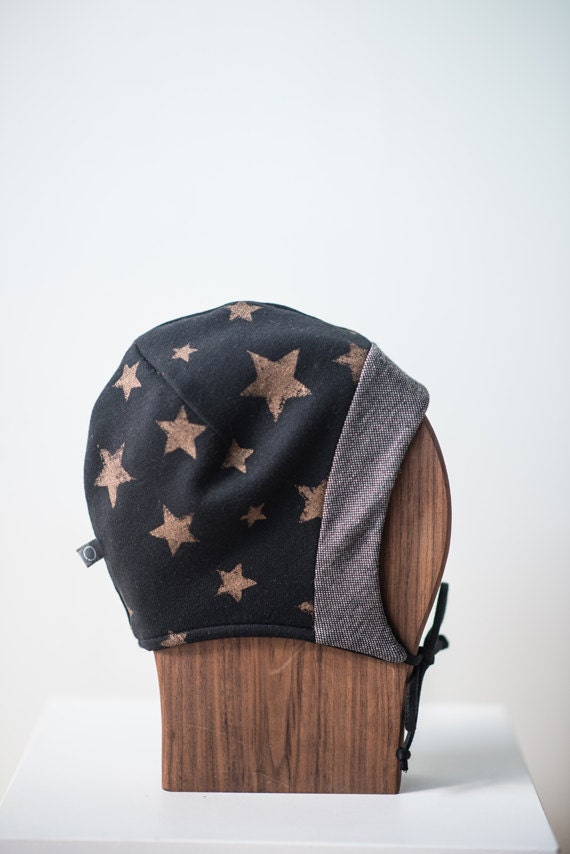 LINOTTE - winter hat with prints, polar linning for baby and kids: boys and girls - black with stars print