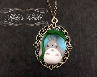 Totoro and his leaf umbrella necklace - Polymer clay pendant - Kawaii hand made jewelry