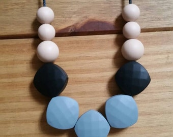 Betty grey silicone teething necklace, breastfeeding, babywearing, nursing jewellery FREE UK POSTAGE