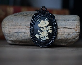 "Cameo ""Flowers - Black"""