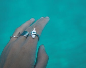 The Hahalua Manta Ray Ring